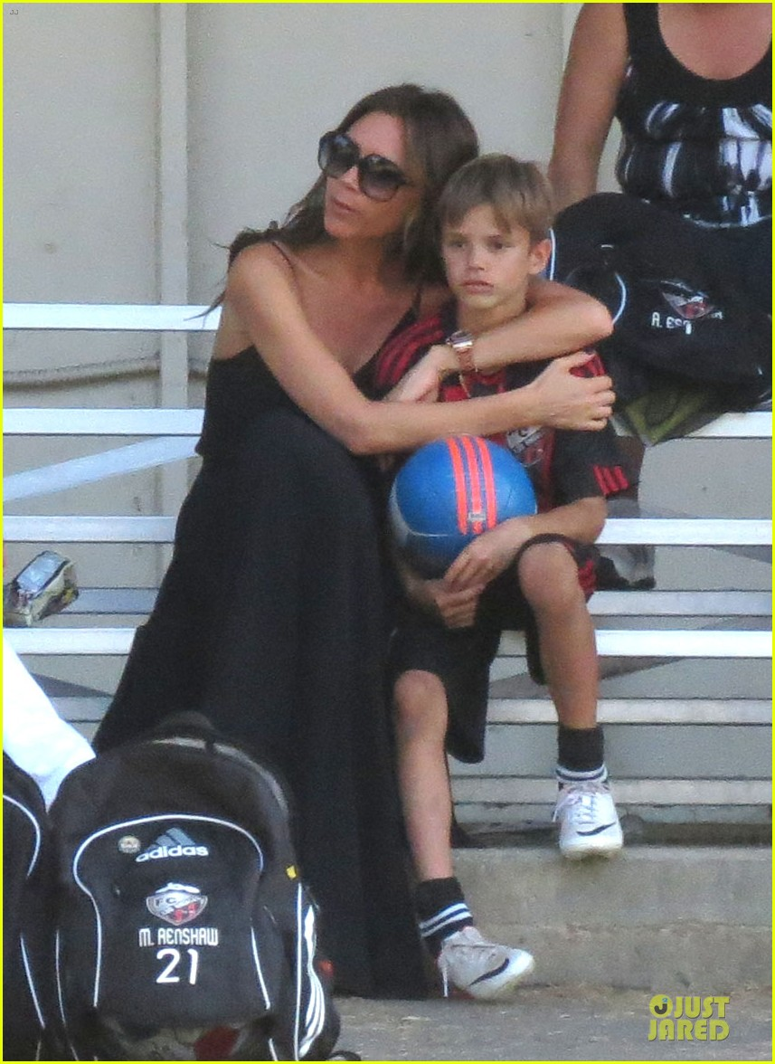 victoria beckham sons soccer game 03