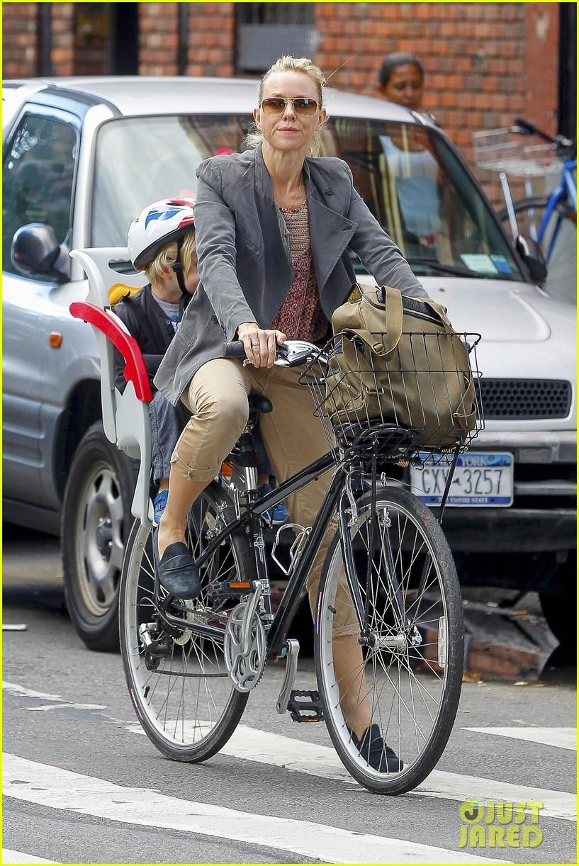 naomi watts liev schreiber biking kids 12