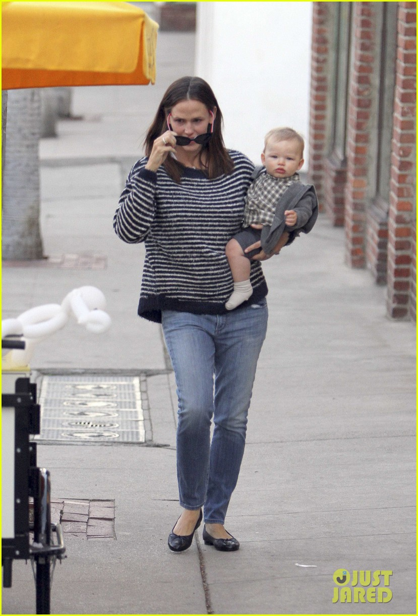 ben affleck jennifer garner family dinner with the kids 03
