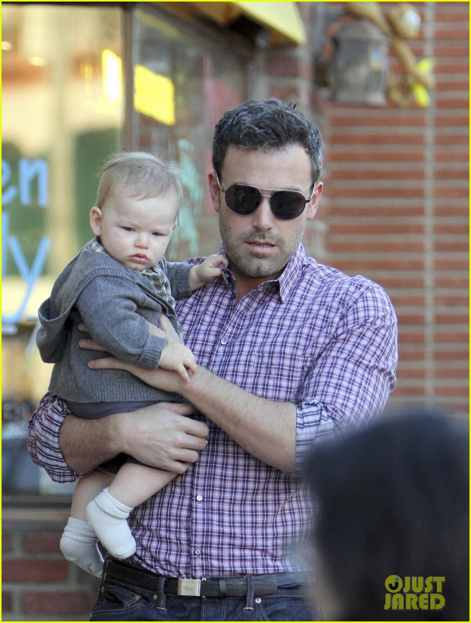 ben affleck jennifer garner family dinner with the kids 14