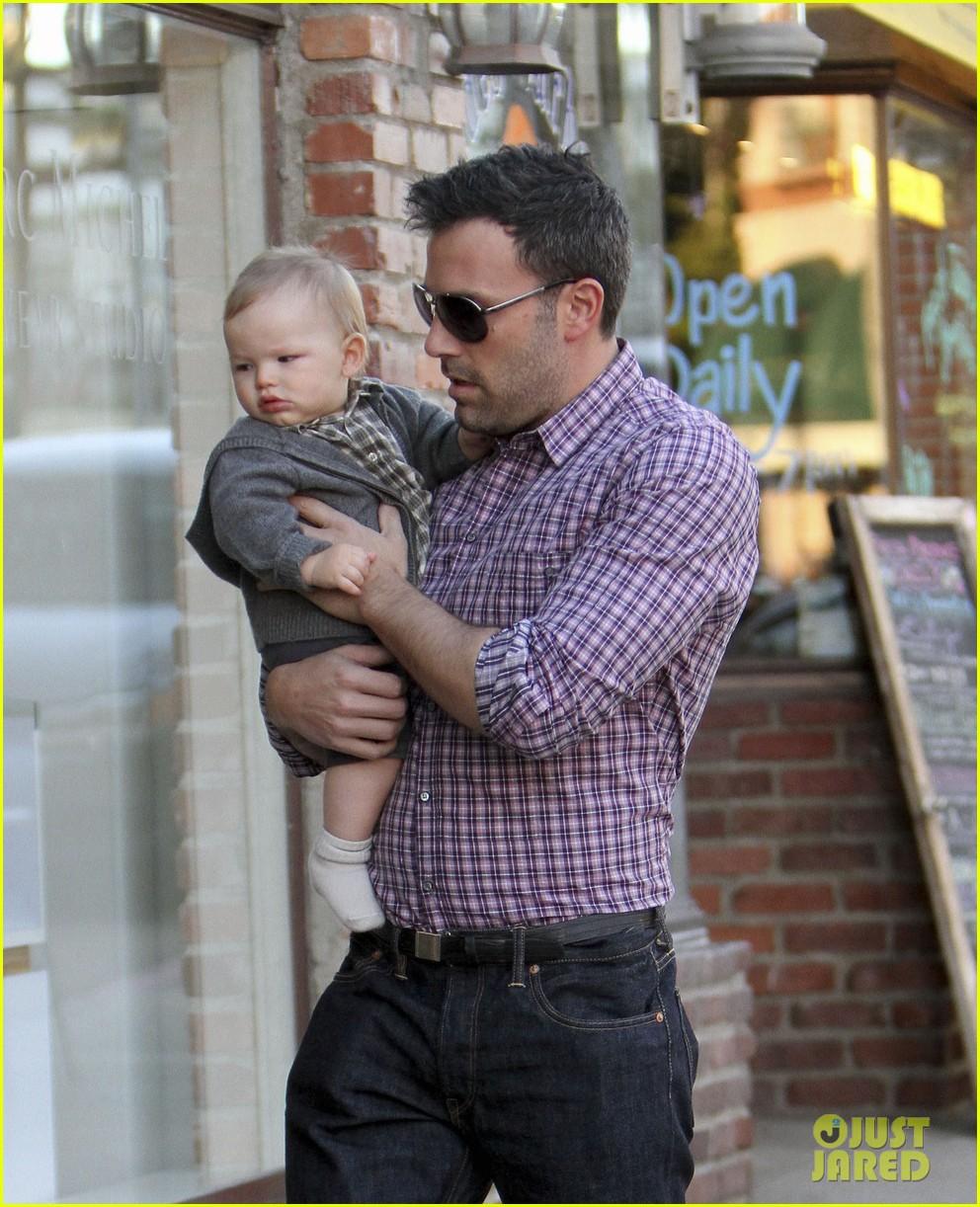 Jennifer Garner & Ben Affleck: Family Dinner with the Kids! | ben