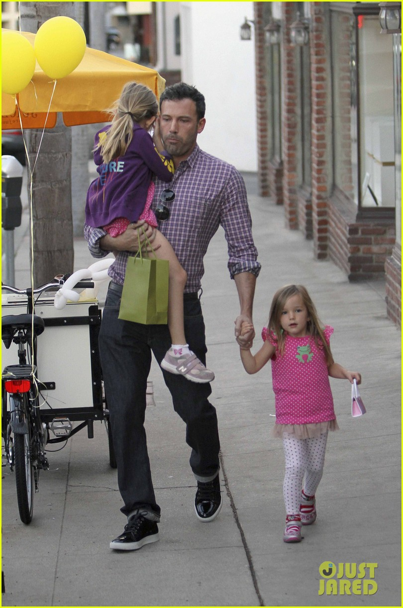 ben affleck jennifer garner family dinner with the kids 22