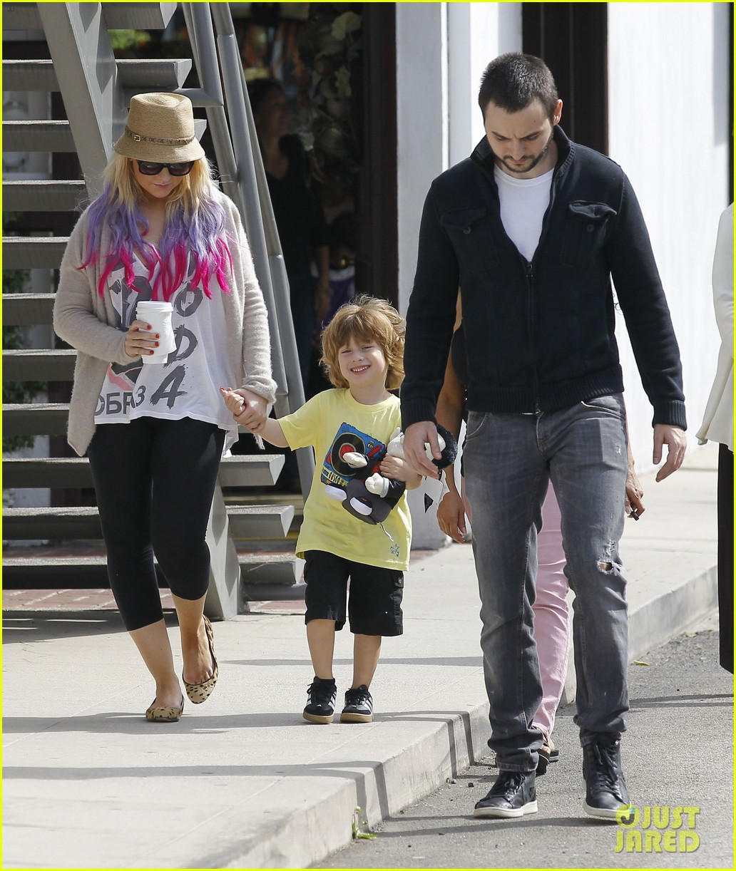 christina aguilera matthew rutler shopping with max 04