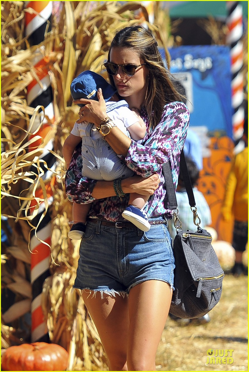 jessica alba alessandra ambrosio mr bones pumpkin patch beauties 032738302