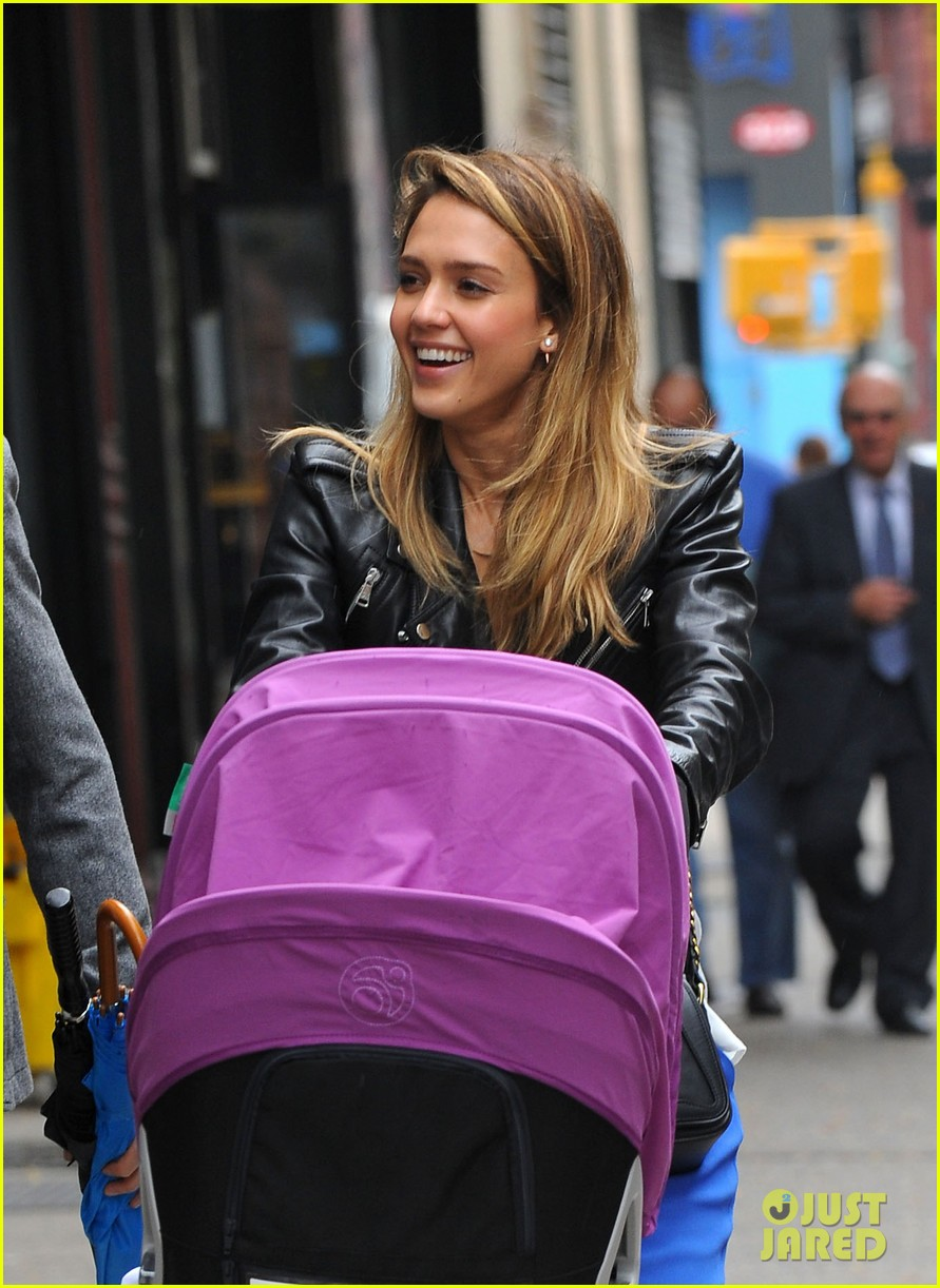 jessica alba big apple outing with haven 04