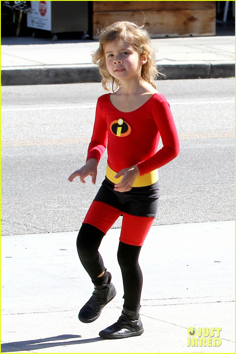 jessica alba family the incredibles for halloween 04