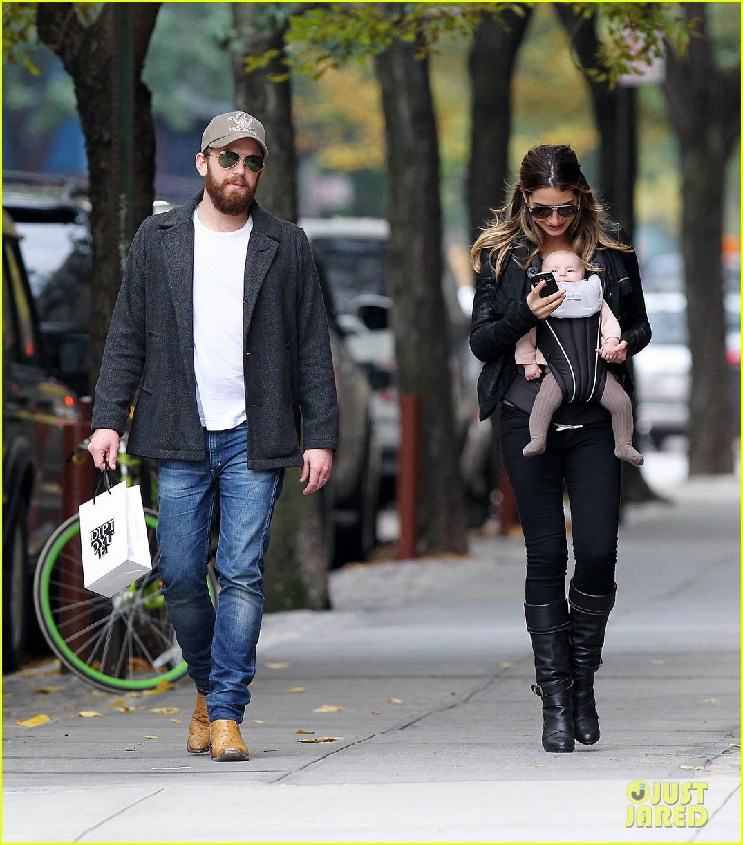 lily aldridge caleb followill big apple stroll with dixie 10