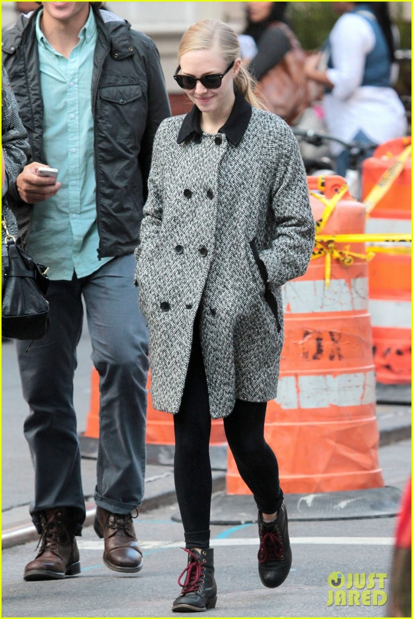 amanda seyfried funny faces in nyc 02