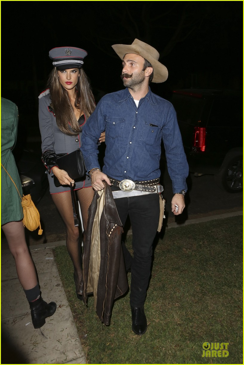 alessandra ambrosio jamie mazur first halloween party together 01