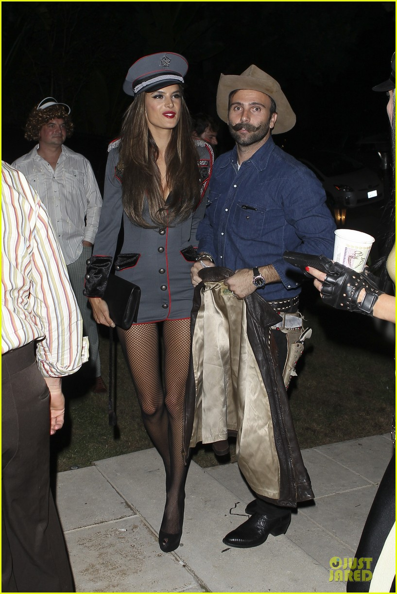 alessandra ambrosio jamie mazur first halloween party together 06