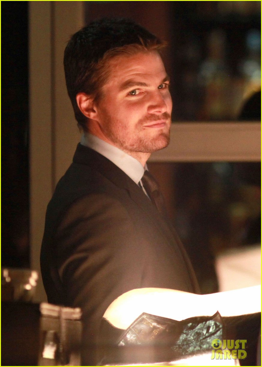 stephen amell arrow night scene 04