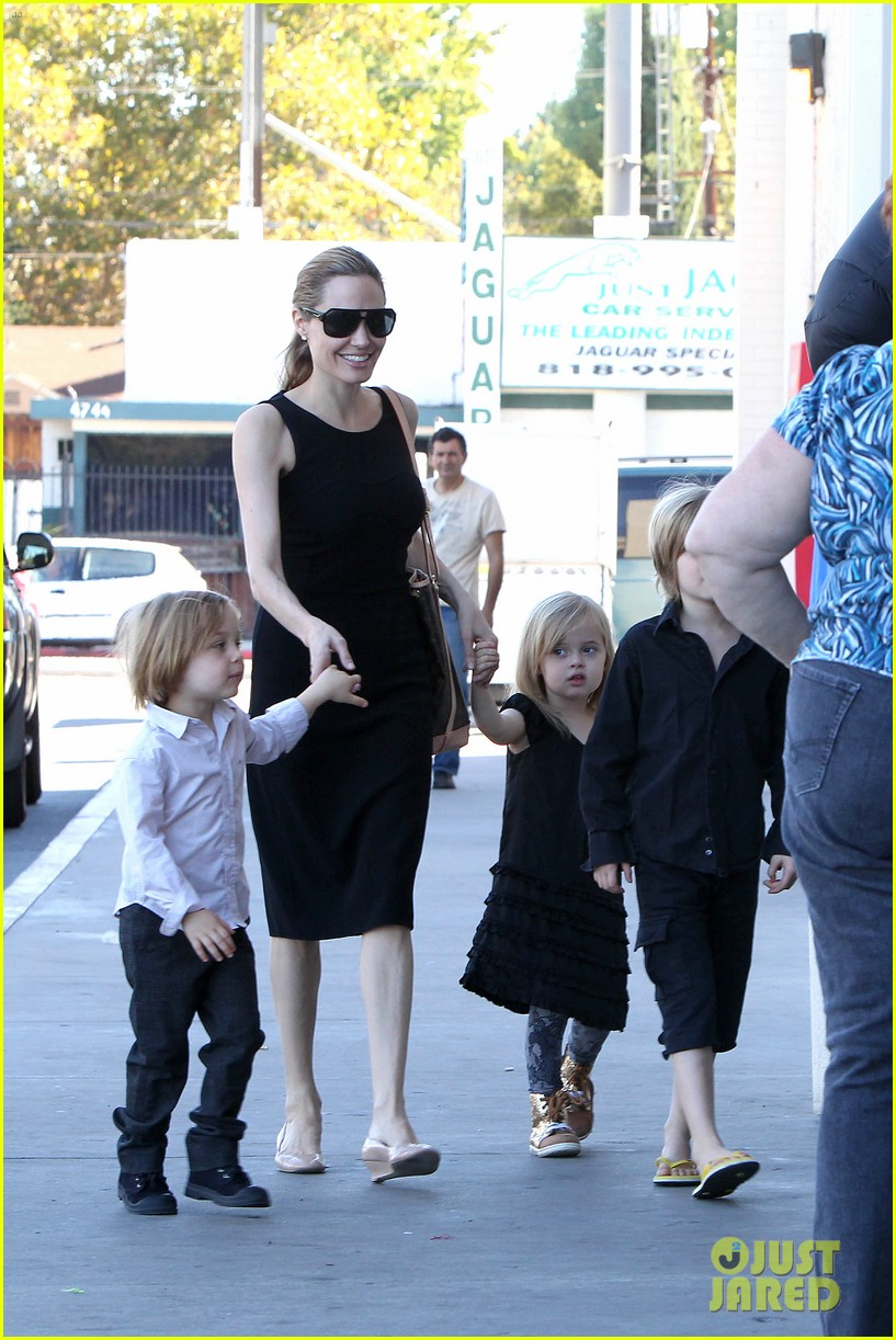 angelina jolie halloween shopping with the kids 02