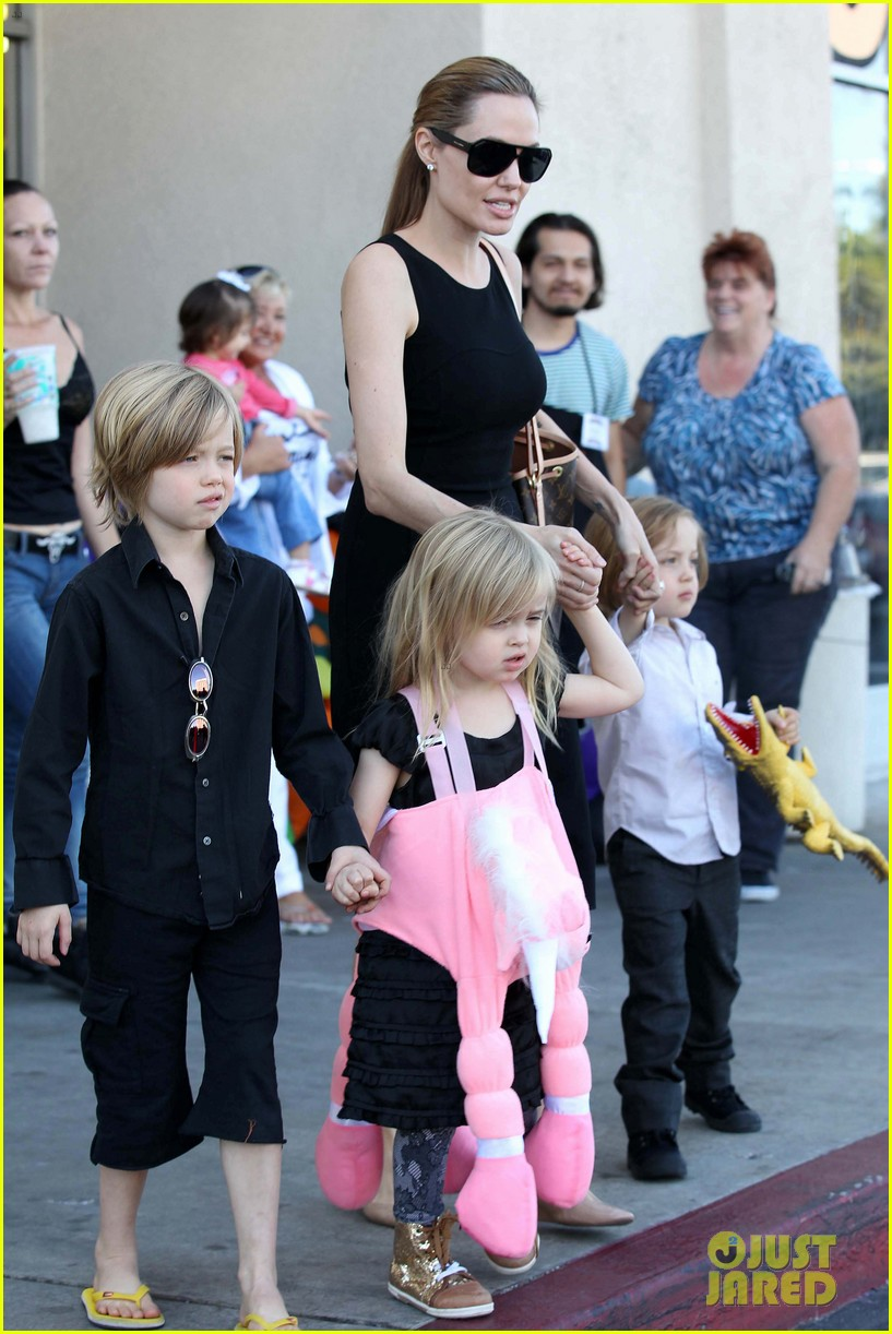 angelina jolie halloween shopping with the kids 16