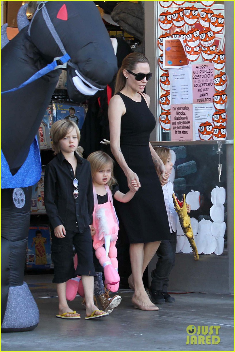 angelina jolie halloween shopping with the kids 18