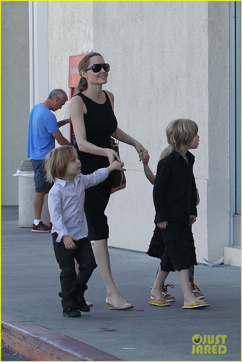 angelina jolie halloween shopping with the kids 19