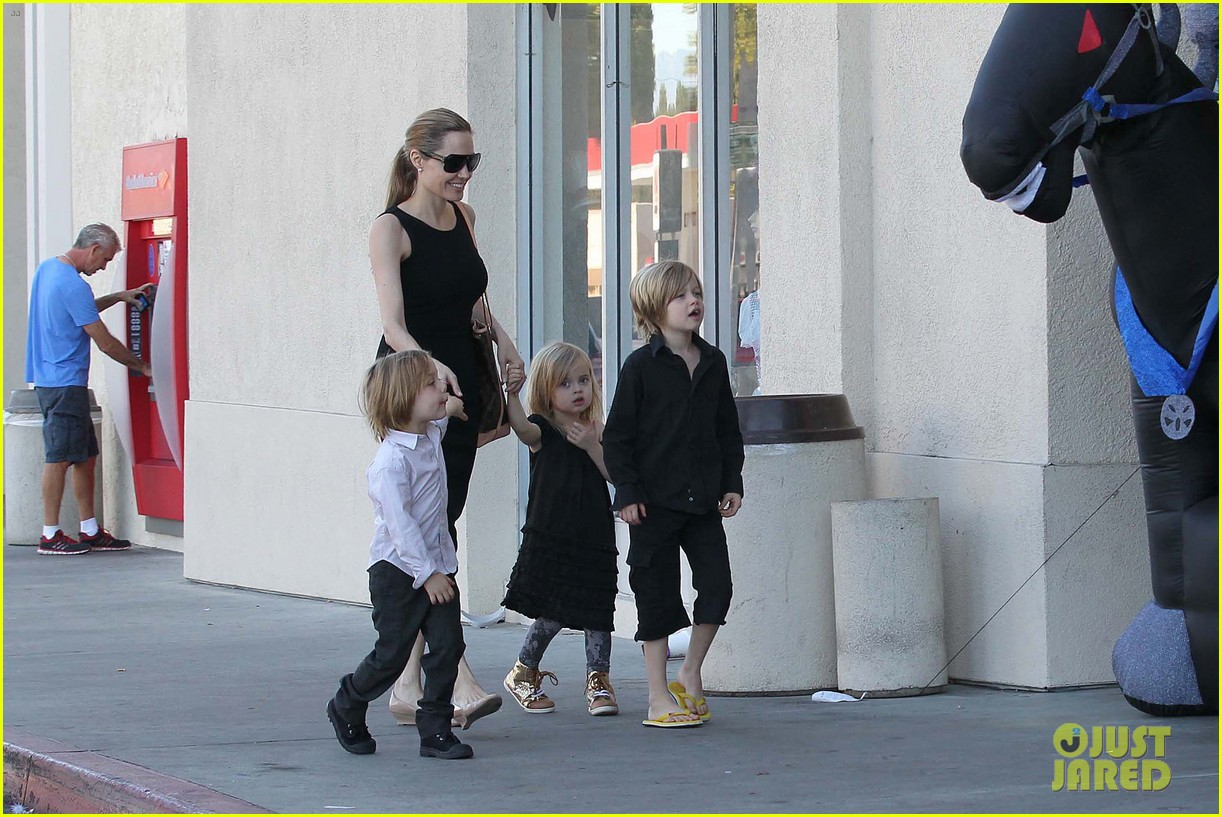 angelina jolie halloween shopping with the kids 21