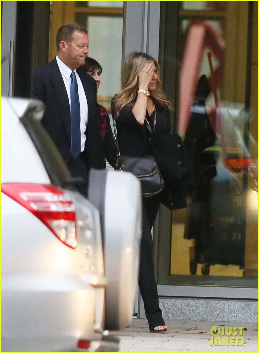 jennifer aniston boston business meeting 01