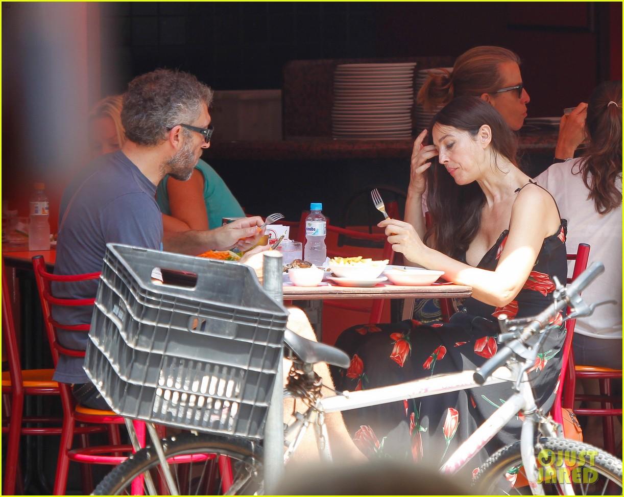 Full Sized Photo of monica bellucci vincent cassel rio 52 ... Monica Bellucci Dating
