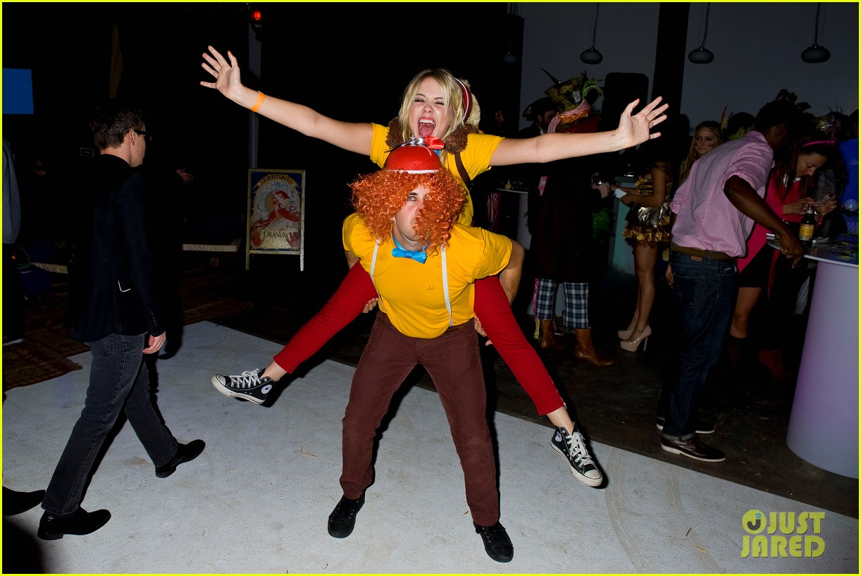 ashley benson chord overstreet just jared halloween party 03