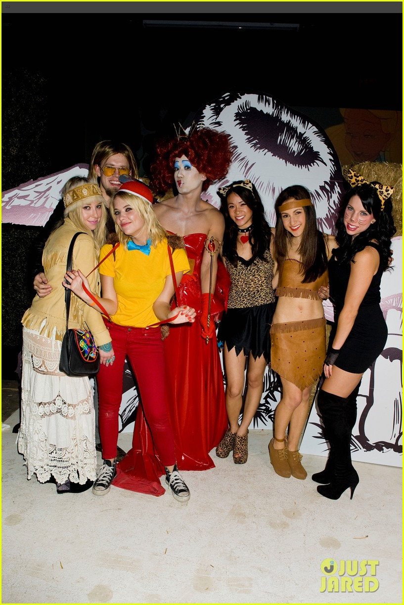 ashley benson chord overstreet just jared halloween party 30