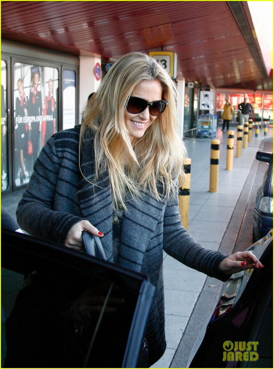 bar refaeli berlin shopping spree 06