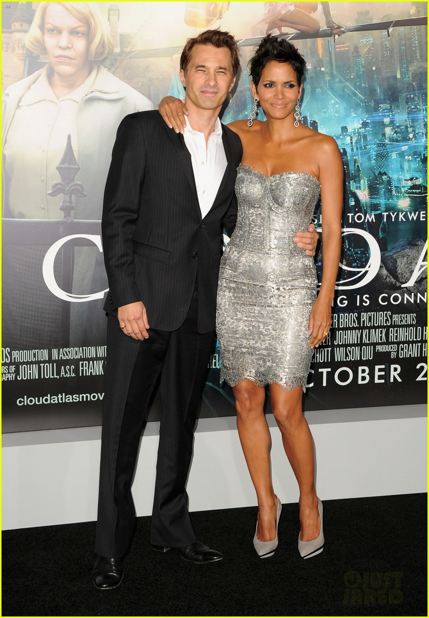 halle berry cloud atlas premiere with olivier martinez 05