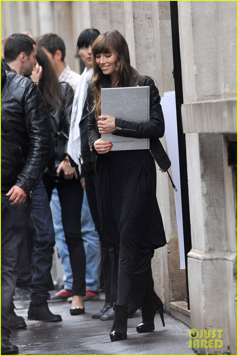 jessica biel studded fendi shopper 17