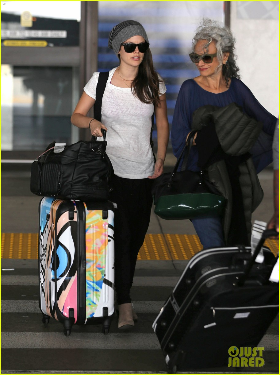 rachel bilson lax mom pick up 02