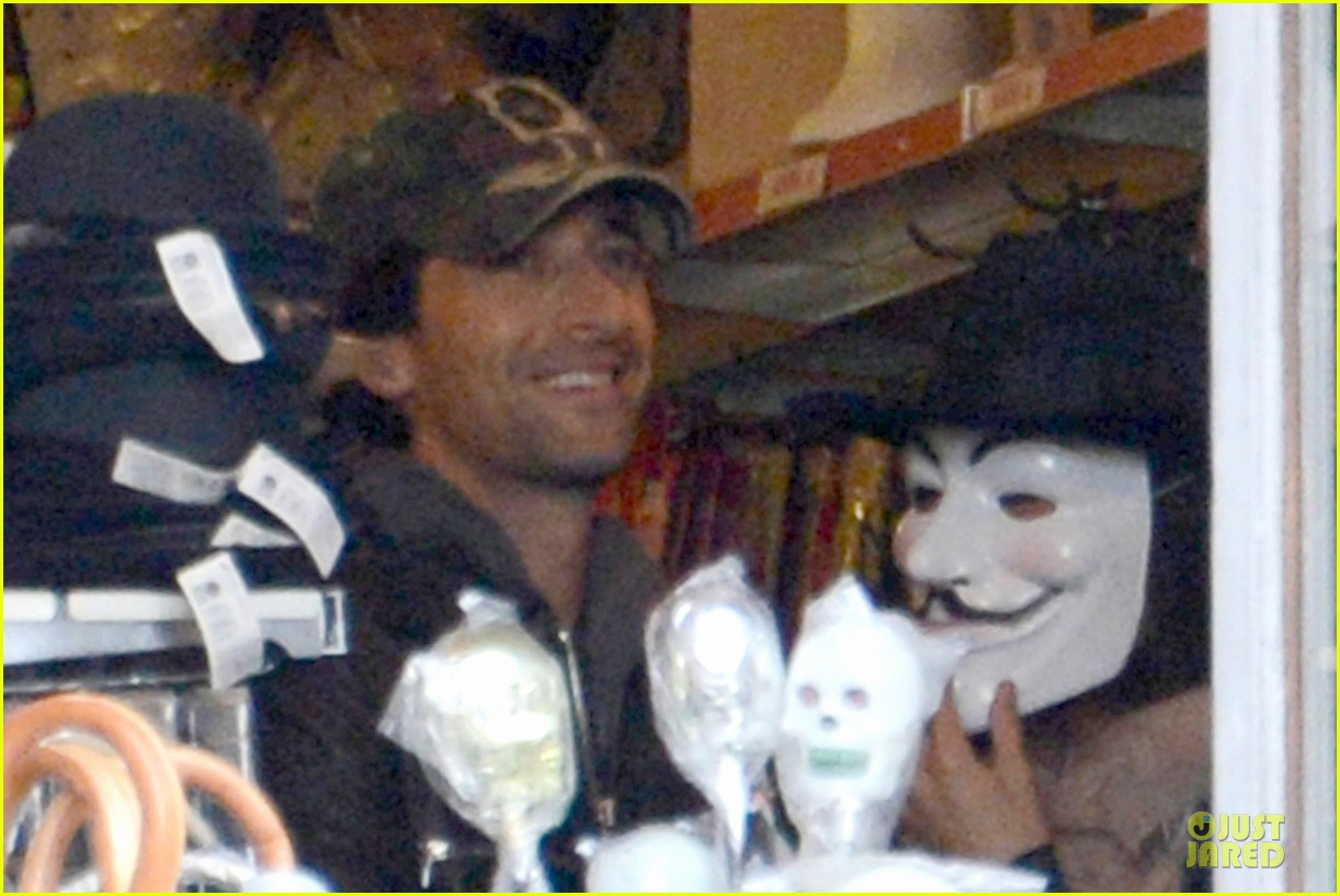 adrien brody halloween shopping in rome 13