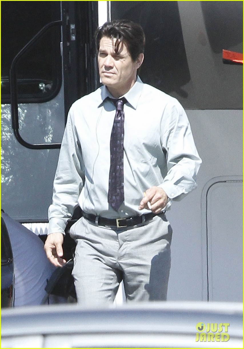 josh brolin shirtless on oldboy set 162735306
