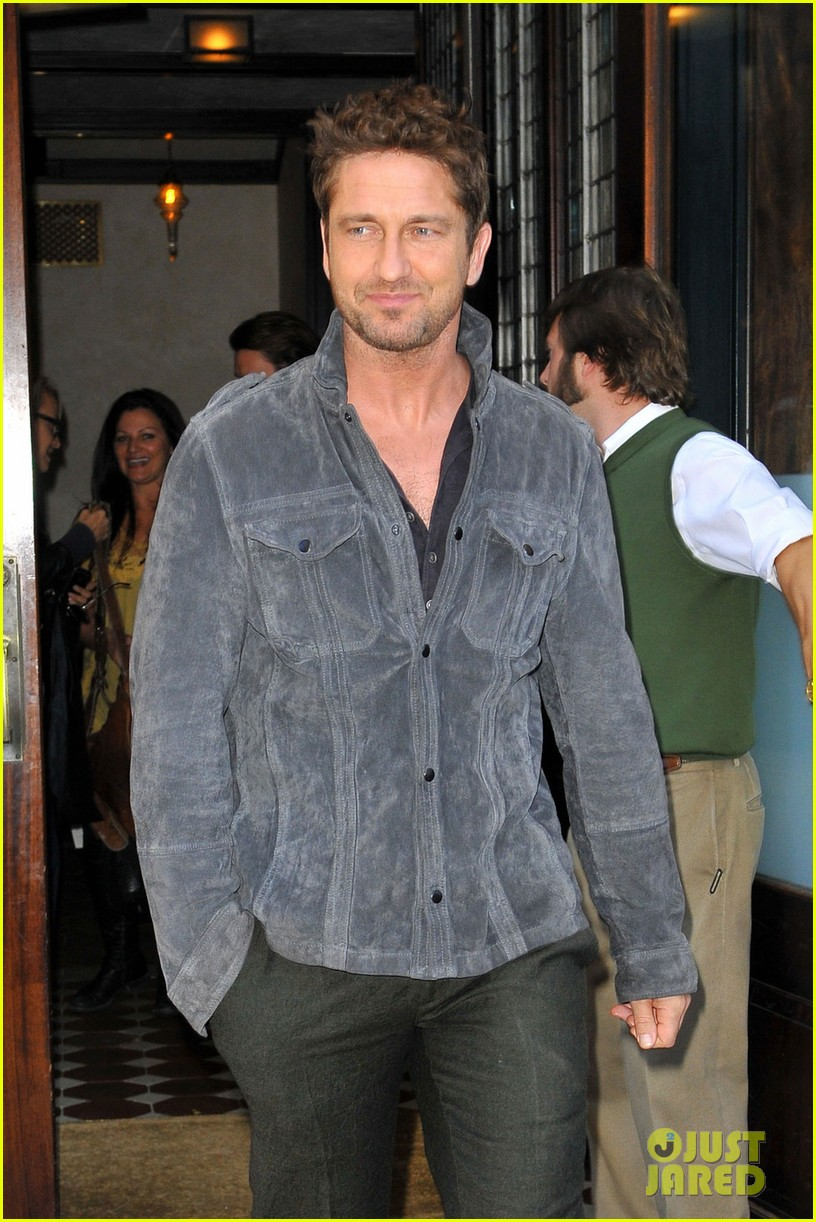 gerard butler recalls near death surfing accident 042742833