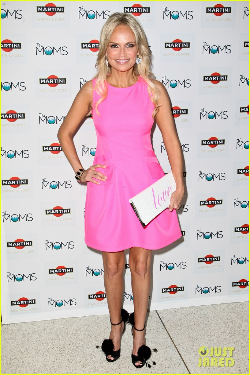 kristin chenoweth toasts to cancer survivors 012738718