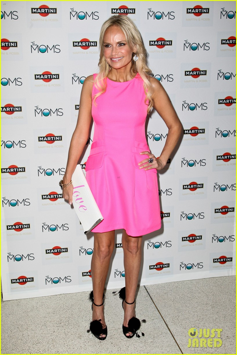 kristin chenoweth toasts to cancer survivors 05