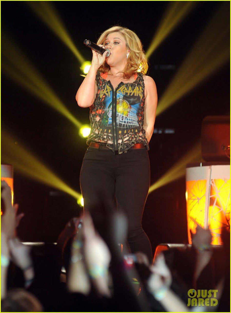 kelly clarkson on brandon blackstock were so getting married 082736138