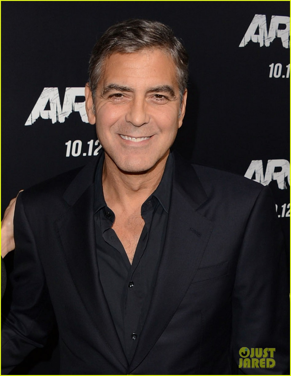 george clooney argo premiere with stacy keibler 04