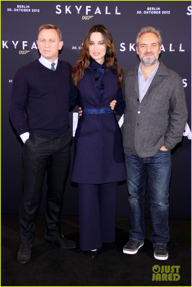 daniel craig berenice marlohe skyfall berlin photo call 03