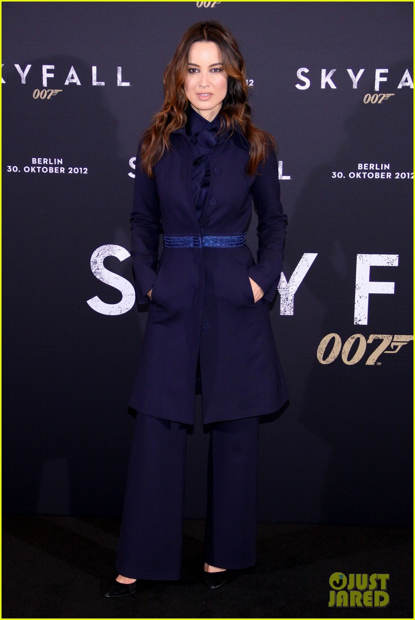 daniel craig berenice marlohe skyfall berlin photo call 052748336