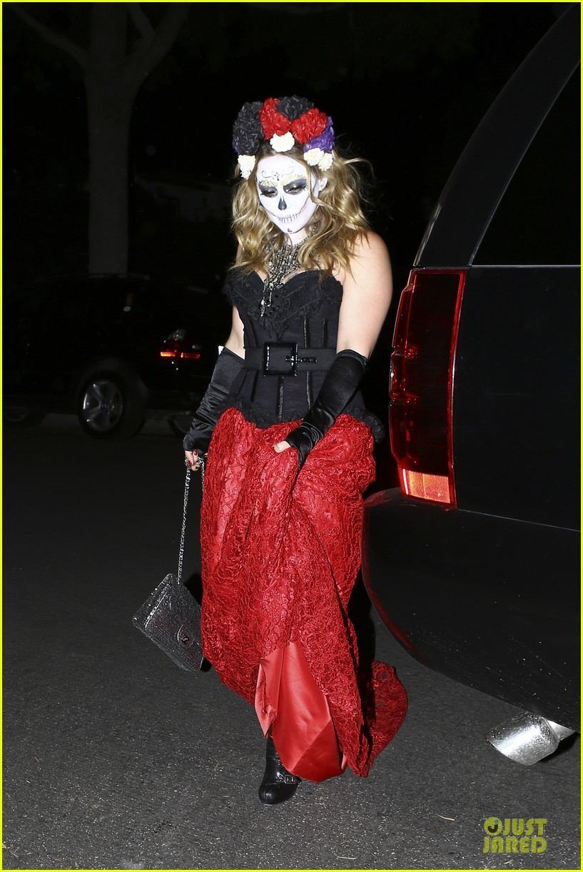 hilary duff mike comrie day of the dead halloween couple 03