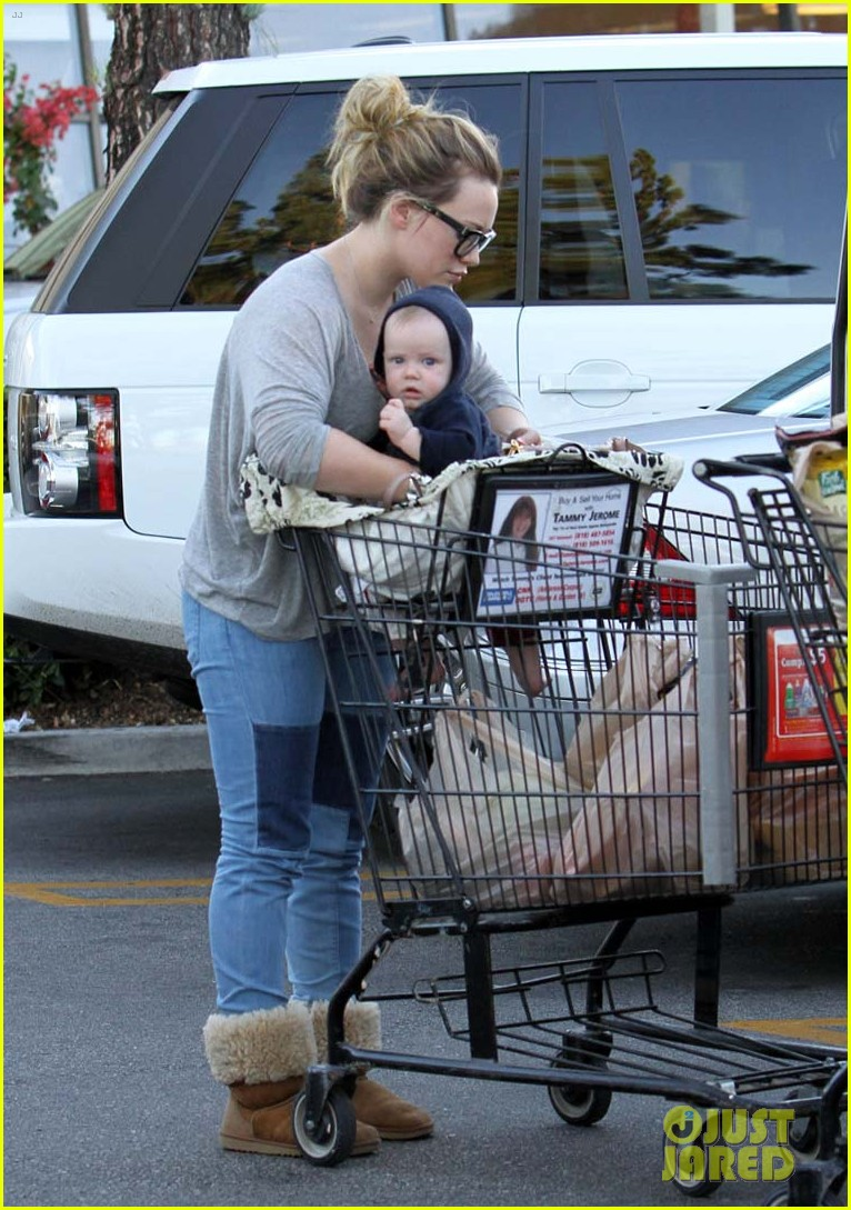hilary duff mike comrie luca food shopping 04