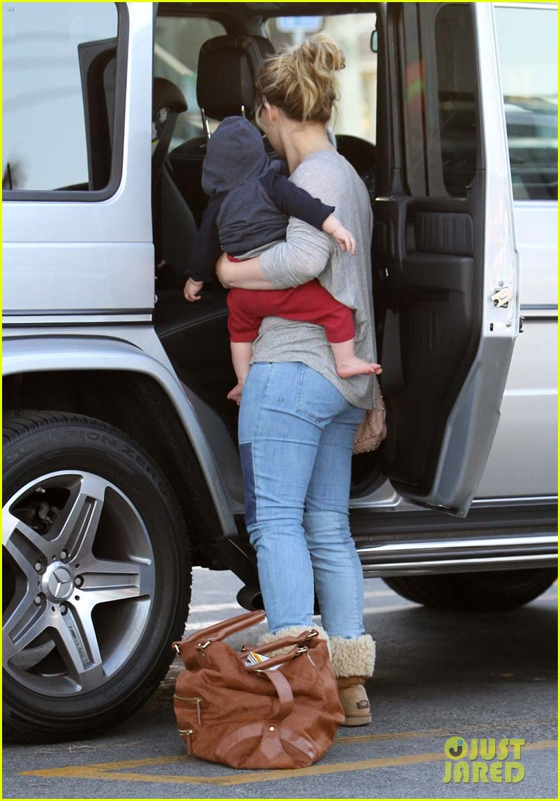 hilary duff mike comrie luca food shopping 17
