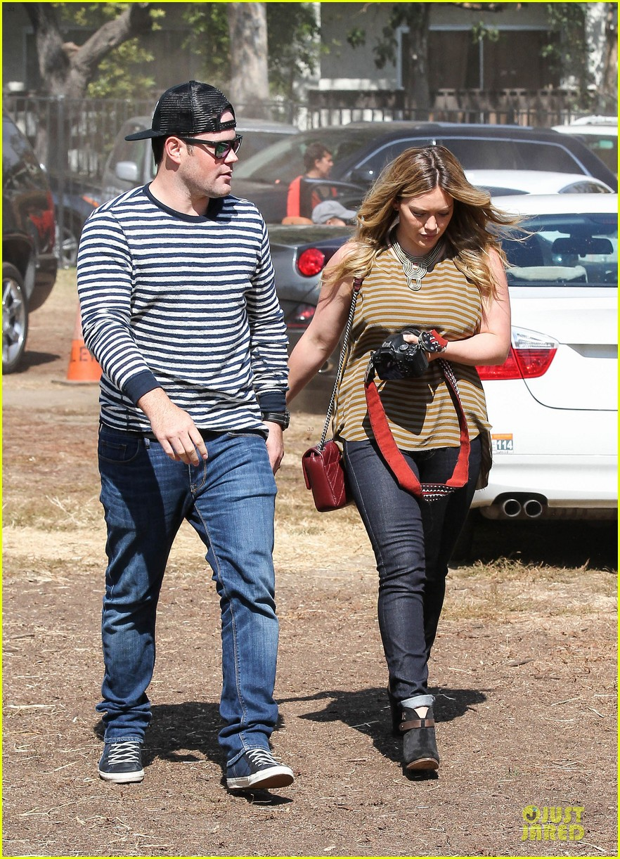 hilary duff mike comrie lucas first mr bones pumpkin patch 01