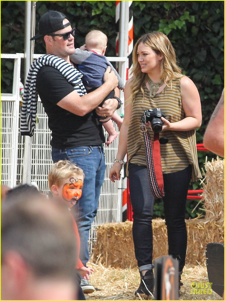 hilary duff mike comrie lucas first mr bones pumpkin patch 05