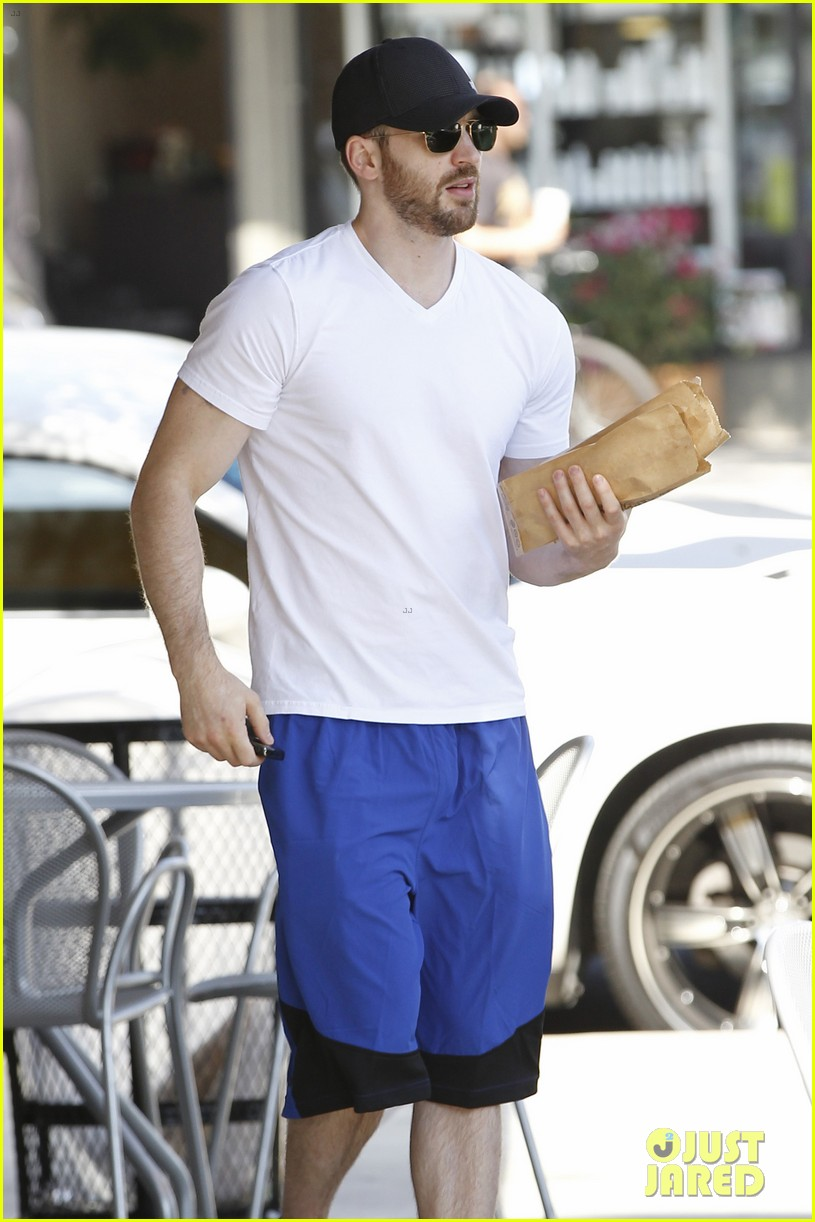 chris evans minka kelly separate lunch outings 02