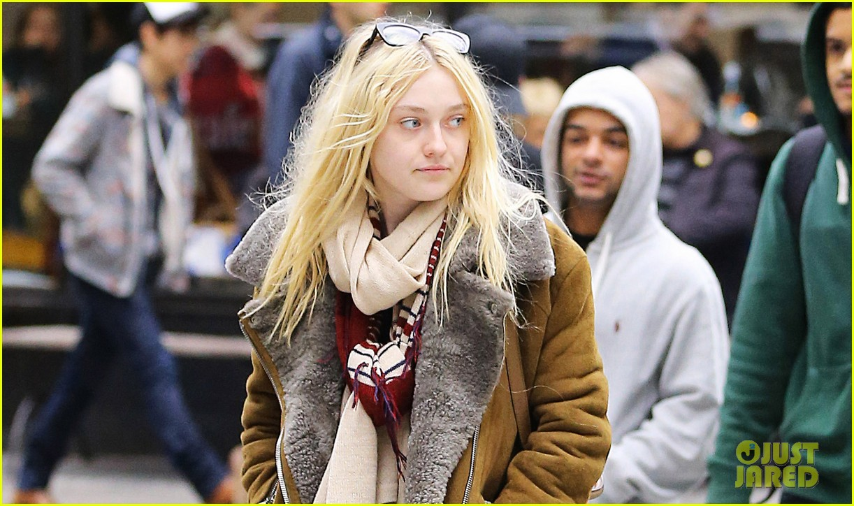 dakota fanning soho shopping 02