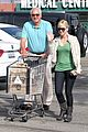 anna faris grocery shopping dad 01