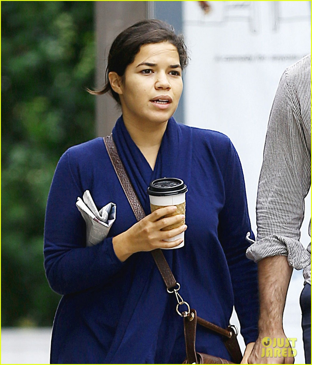 america ferrera ryan piers williams soho stroll 04