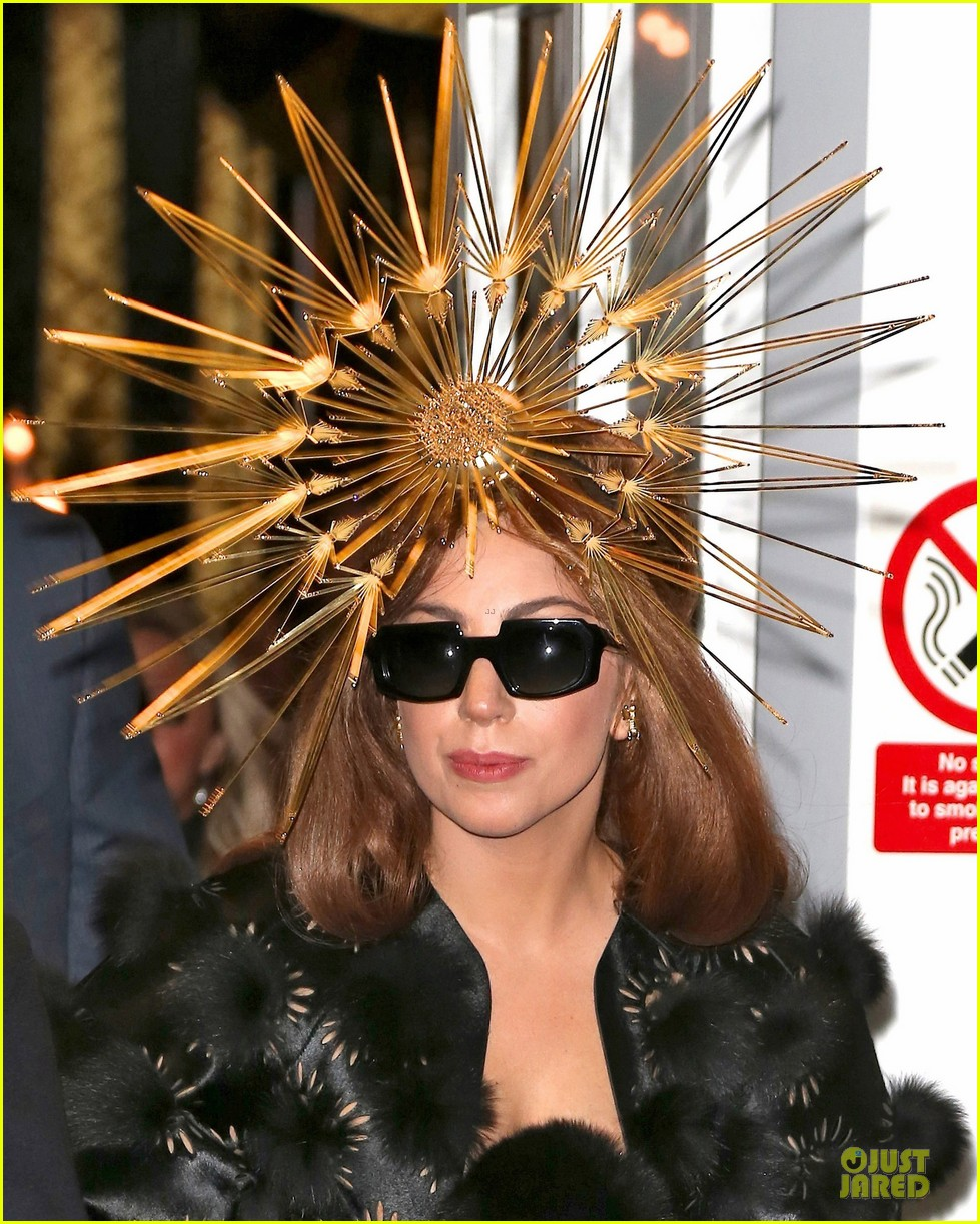 lady gaga loves seeing sunday strollers in love 02