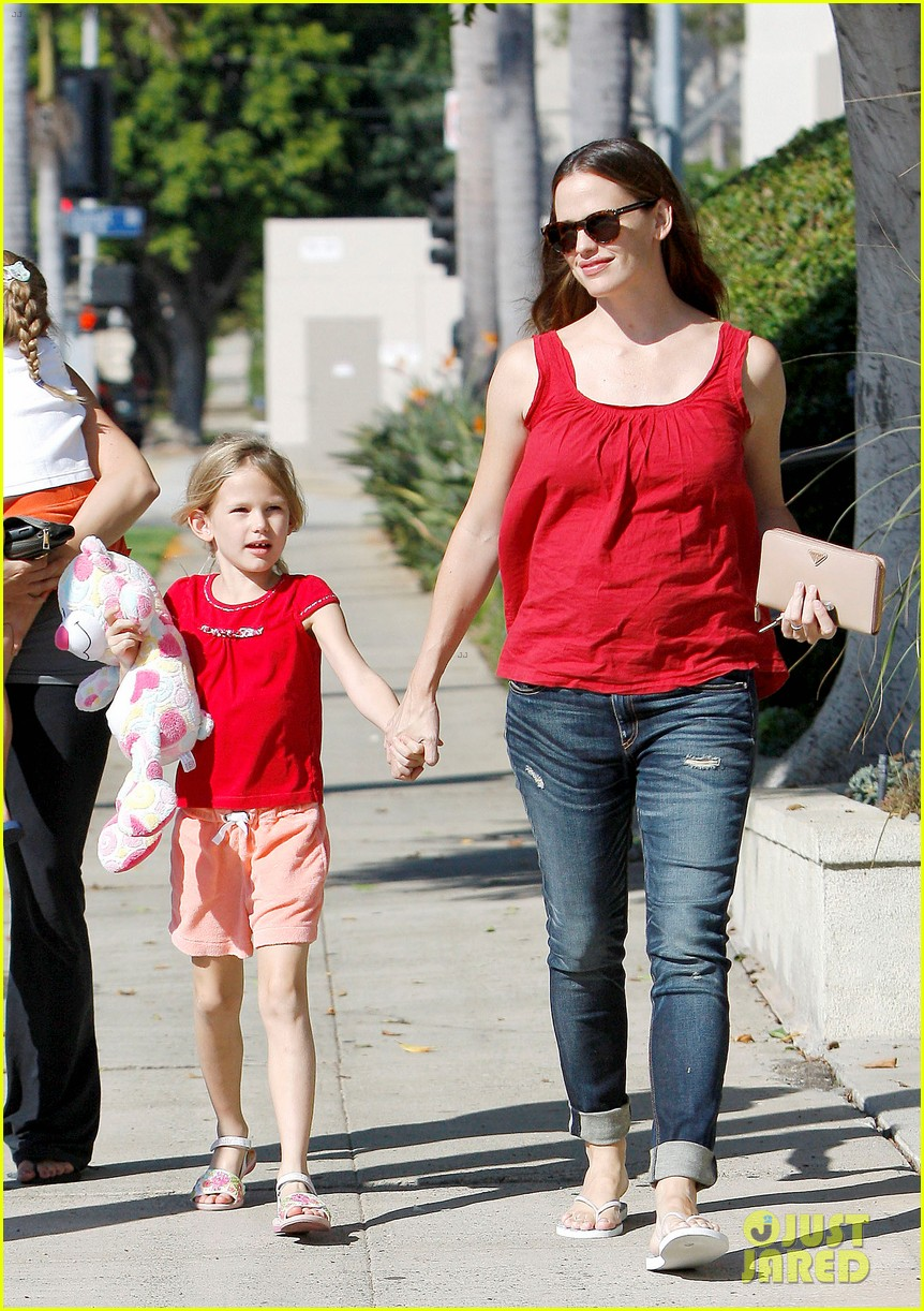 jennifer garner spends time with the girls ben affleck rides motorcycle 04