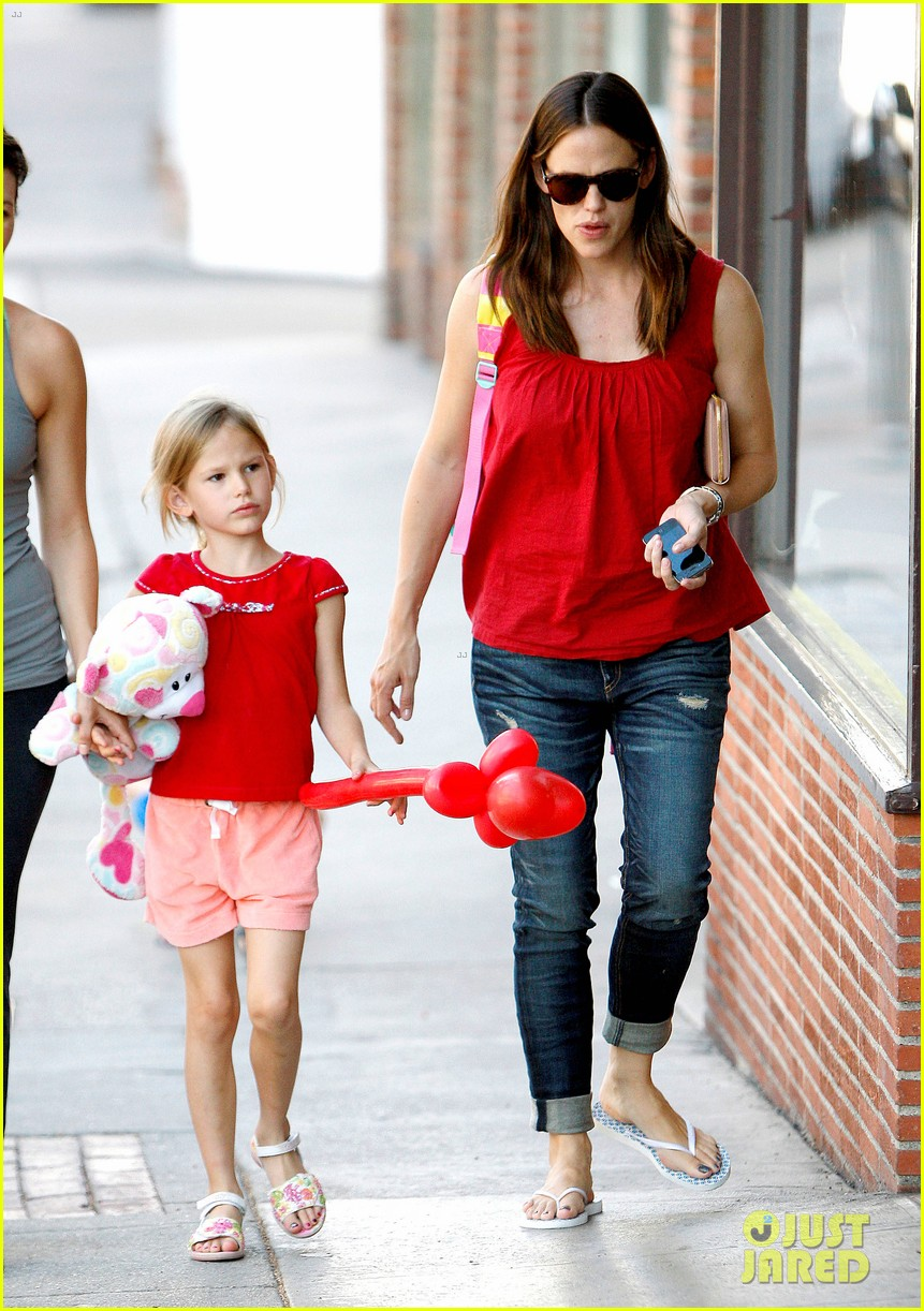 jennifer garner spends time with the girls ben affleck rides motorcycle 15