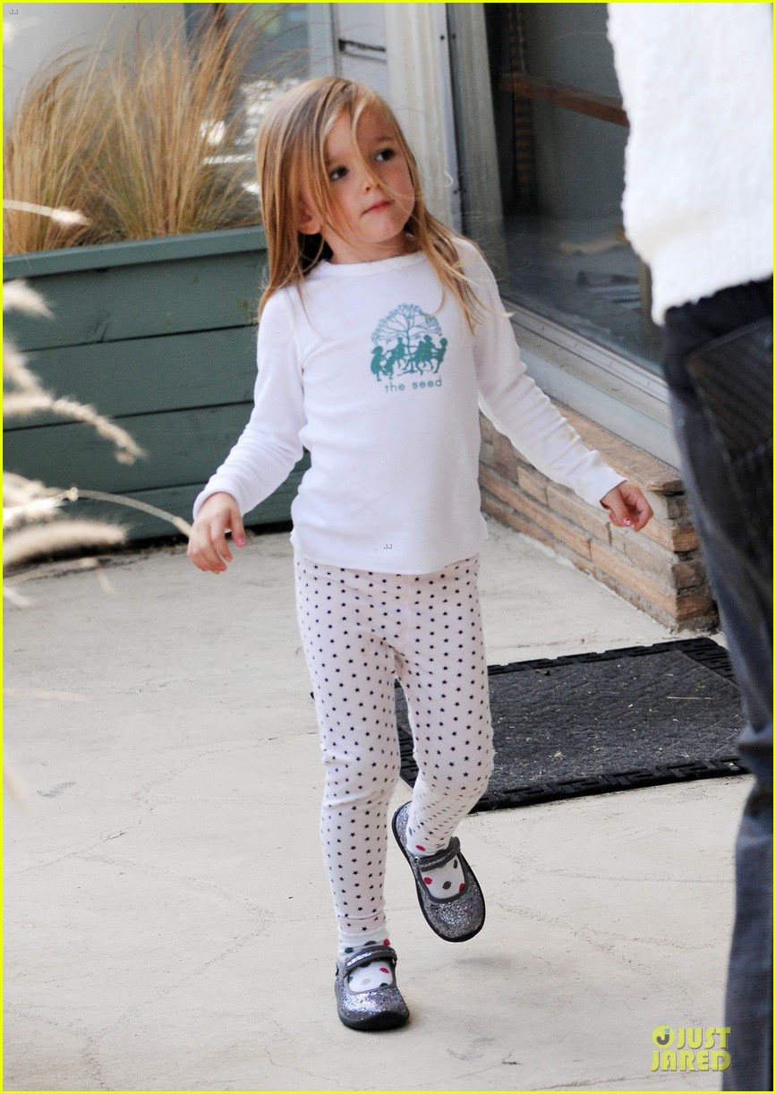 jennifer garner karate class with seraphina 02